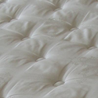 ניקוי ספה לבנה